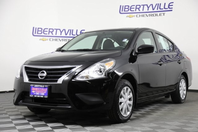 pre-owned 2017 nissan versa 1.6 s plus 4d sedan in libertyville